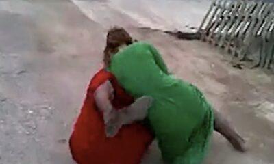 women bully fight