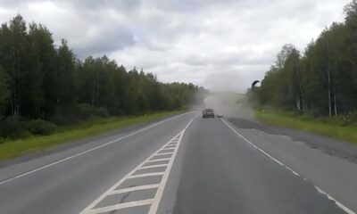 The tire of the truck going on the road exploded. At the time of the explosion, the vehicle, which was very close to the back of the truck, was not damaged by chance.
